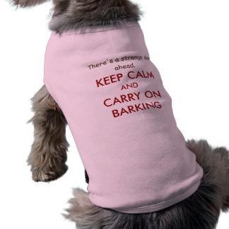 T-shirt La citation drôle de chien gardent le calme pour