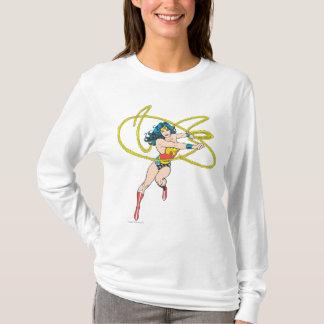 T-shirt La femme de merveille tient le lasso 1
