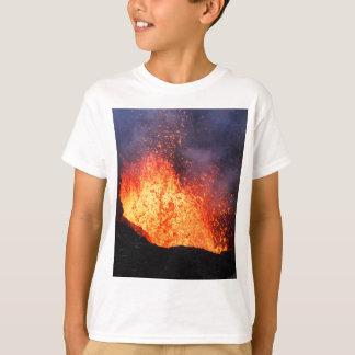 T-shirt La fontaine de la lave chaude éclate du volcan de