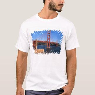 T-shirt La lumière de matin baigne golden gate bridge