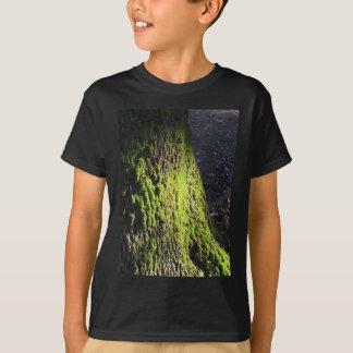 T-shirt La mousse verte dans le détail de nature de la