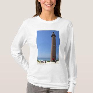 T-shirt La peu de lumière de point de sable sur le lac