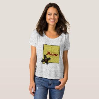 """T-shirt La pièce en t des femmes """"à la maison"""" de NMSU"""