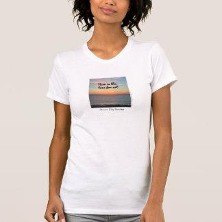 T-shirt La pièce en t des femmes, est maintenant le moment