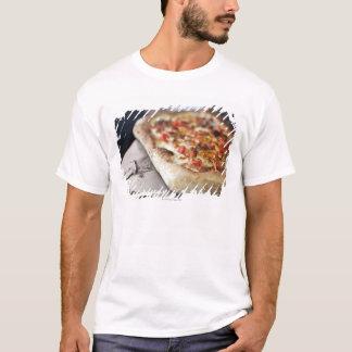T-shirt La pizza avec des tomates, l'ail et la viande
