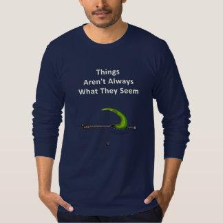 T-shirt La queue de dinosaure saute hors de la tirette