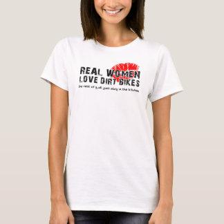 T-shirt La saleté d'amour de vraies femmes fait du vélo le