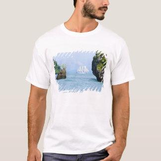 T-shirt La Thaïlande, mer d'Andaman. Bateau de tondeuse de
