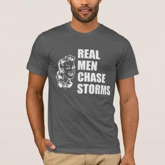 T-shirt La vraie chasse d'hommes donne l'assaut à dans le