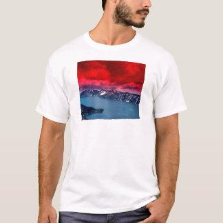 T-shirt Lac crater de cieux d'écarlate de coucher du