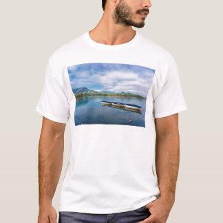 T-shirt lac de Banyoles. l'Espagne. la Catalogne