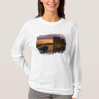 T-shirt Lagune et appartements de récréation au coucher du