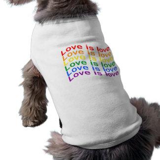 T-shirt L'amour de drapeau de fierté d'arc-en-ciel est