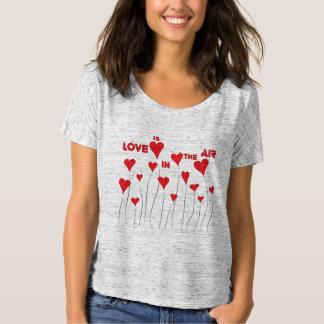T-shirt L'amour lunatique est aux coeurs d'air
