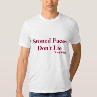 T-shirt lapidé des visages des femmes