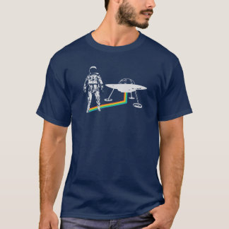 T-shirt L'astronaute d'arc-en-ciel sort l'UFO de vaisseau