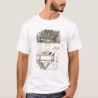 T-shirt L'atelier et les outils d'un marbler de papier, de