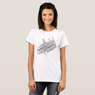T-shirt latéral de pensée des accroches des femmes