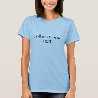 T-shirt Le bac à sable est pour des bébés. JE CREUSE !