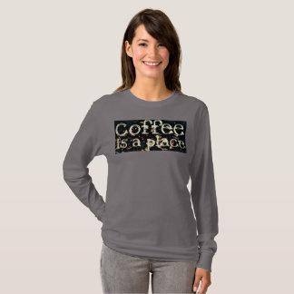 T-shirt Le café est un endroit par le JP Choate
