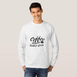 T-shirt Le café frotte et l'infirmière drôle de gants en