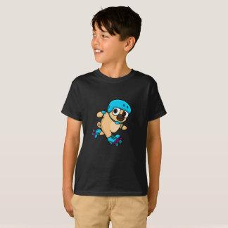 T-shirt Le carlin de bande dessinée fait du roller dessus