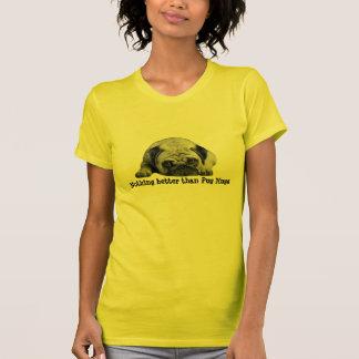 T-shirt Le carlin étreint la chemise de dames