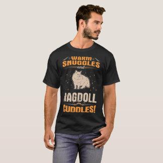 T-shirt Le chat chaud de Ragdoll de câlins caresse le