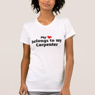 T-shirt Le coeur appartient à mon charpentier