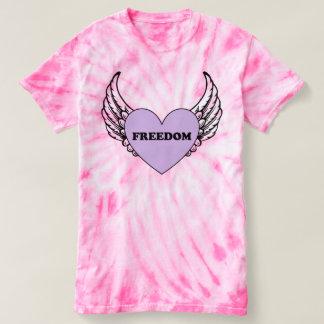 T-shirt Le coeur de liberté avec des ailes teignent en