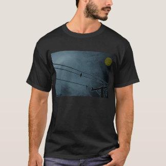T-shirt le corbeau observe le tee - shirt de lune