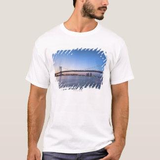 T-shirt Le fleuve Delaware, pont de Ben Franklin