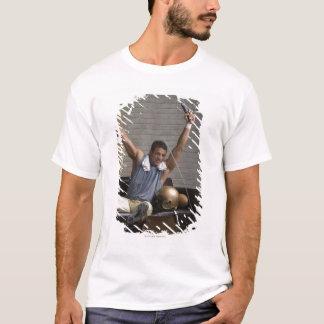 T-shirt Le football et encourager de observation de joueur
