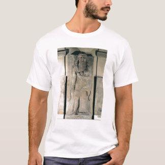 T-shirt Le héros Gilgamesh tenant un lion