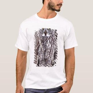 T-shirt Le hibou de grand gris, manganèse de ville de pin