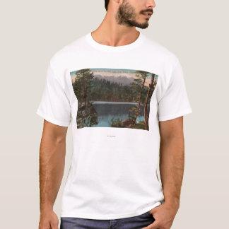 T-shirt Le lac Tahoe, CA - regardant à travers le lac
