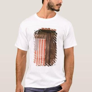 T-shirt Le Maine, drapeau américain fané sur la porte de