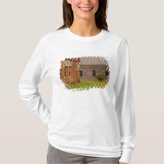 T-shirt Le Maine, vieux bâtiment en pierre et grange en