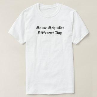 T-shirt Le même jour différent de Schmidt