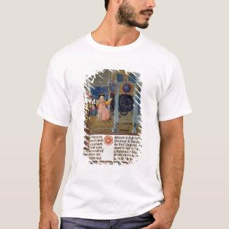 T-shirt Le ménage admirant l'horloge rare du maître