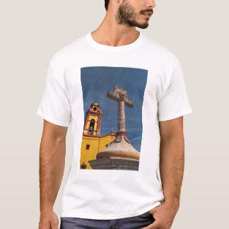 T-shirt Le Mexique, Bernal. Vue d'Iglesia De San Sebastian