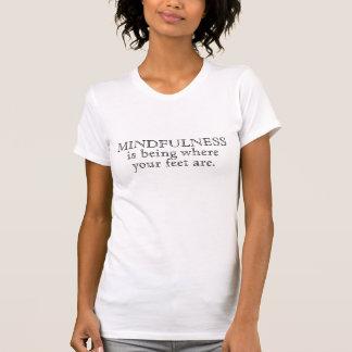 T-shirt Le Mindfulness est où vos pieds sont, lumière