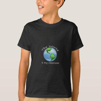T-shirt Le monde de taille d'enfants est conception foncée
