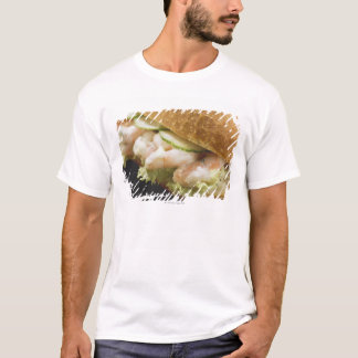 T-shirt Le petit pain de pain a rempli de crevettes,