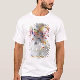 T-shirt Le plan rapproché de arrose et givrage