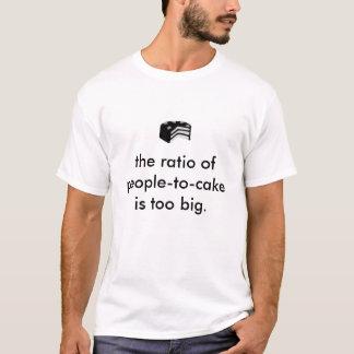 T-shirt le rapport du personne-à-gâteau est trop grand
