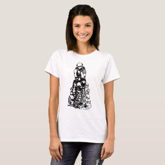 T-shirt Le rouleau Derby a conçu la pile de chemise des