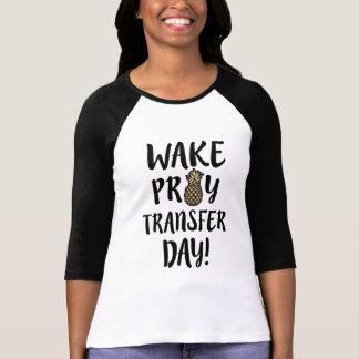 T-shirt Le sillage prient la chemise mignonne de l'IVF des