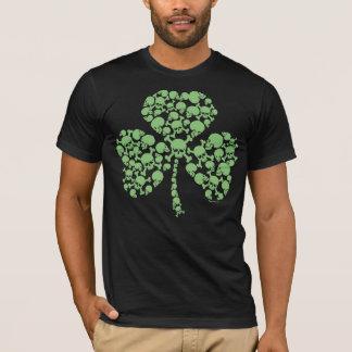 T-shirt Le St frais tapote le shamrock de crânes