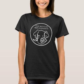 T-shirt Le tour va à vélo pas des éléphants